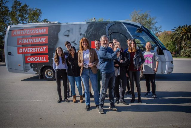 Collboni fa un circular un bus del PSC per Barcelona contra l'acte de Vox