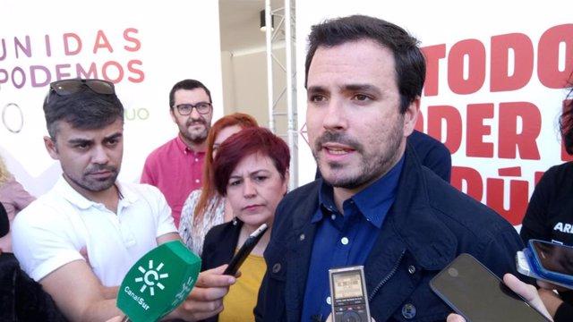 """Garzón (IU) ve """"bien"""" la dimisión del delegado de Empleo en Málaga y pide invest"""