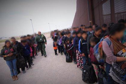 Parte desde El Salvador un pequeño grupo de migrantes pese a las amenazas de Trump