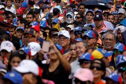 Miles de venezolanos salen a la calle para protestar contra los recurrentes apagones