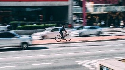 Los conductores deshumanizan a los ciclistas y no los ven del todo humanos, lo que favorece accidentes