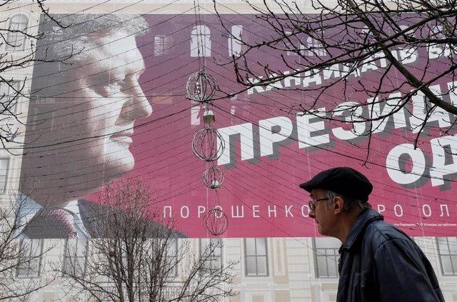 Ucrania.- Ucrania elige presidente con un cómico como favorito pero sin ganador