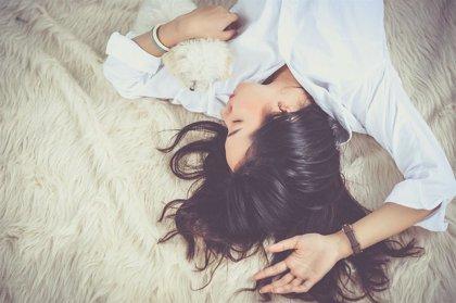 ¿Qué es el 'vamping'? El trastorno que afecta al sueño y que te hará engordar