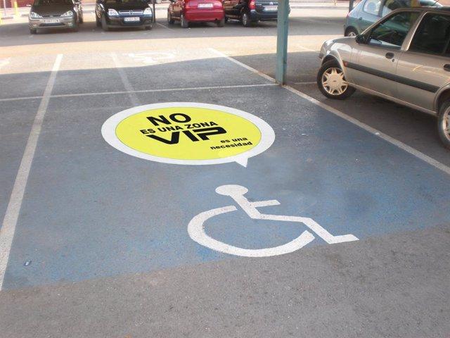 Cocemfe pone en marcha una campaña para sensibilizar sobre el buen uso de aparca