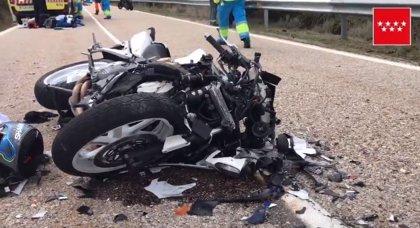 Muere un motorista y otro resulta herido muy grave tras un choque frontal en la M-133
