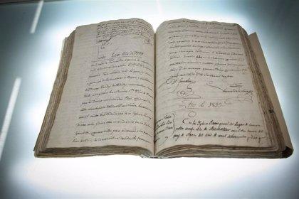 Trabajan en la restauración de la Pila Bautismal y el Libro de bautismos de Camarenilla
