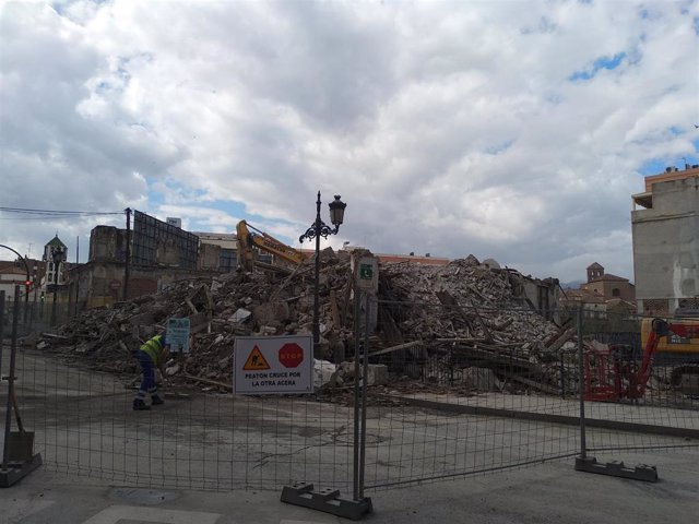 Málaga.- Concluyen los trabajos de derribo de La Mundial y siguen las labores pa