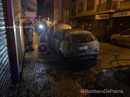 Successos.- Incendien dos cotxes a Palma