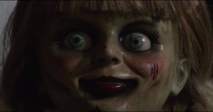 """Primer y aterrador tráiler de Annabelle 3: """"Esto no son juguetes"""""""