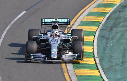 Hamilton gana en Baréin entre el súbito caos de Ferrari