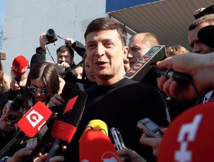 Zelenski se impone en las presidenciales con el 30,45% de los votos, según el recuento preliminar
