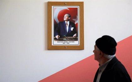 La oposición se impone al AKP de Erdogan en Ankara y Esmirna y podría arrebatarle Estambul