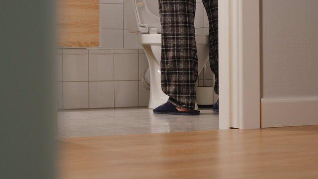 Los viajes al baño por la noche son un signo de hipertensión arterial