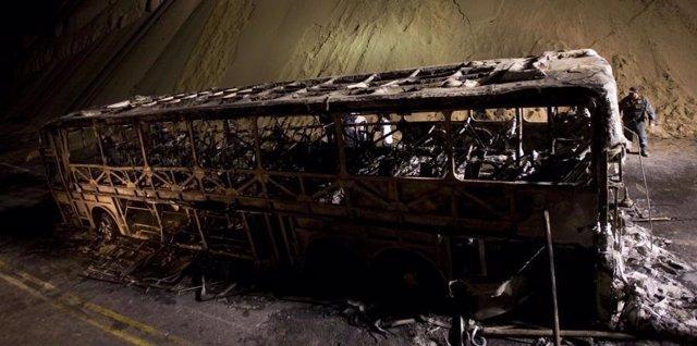 Al menos 20 muertos y ocho heridos a causa de un incendio en un autobús en Perú
