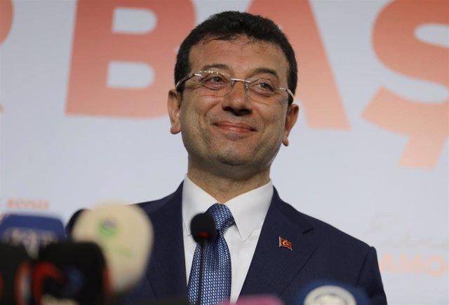 Turquía.- El candidato opositor lidera por un estrecho margen el recuento de las