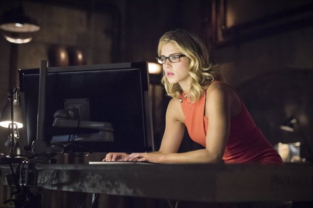 Emily Bett Rickards abandonará Arrow tras su 7ª temporada