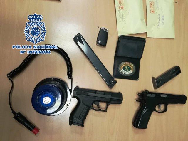 Granada.- Sucesos.- Dos detenidos con armas de fuego municionadas y una placa de