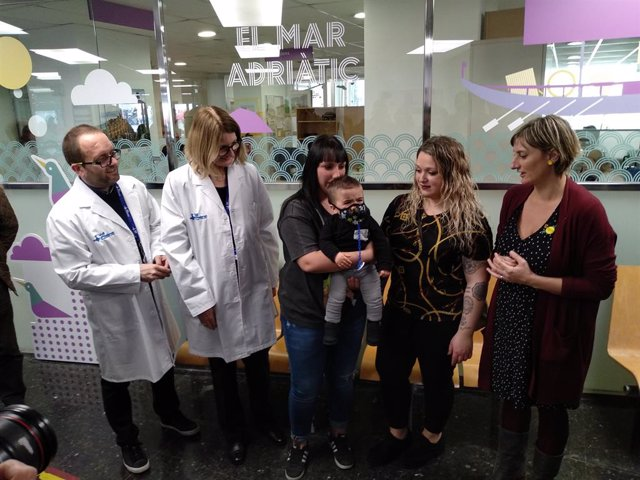 AMP.- Catalunya tracta al primer beb bombolla detectat després d'incloure l'enf