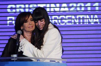 """La defensa de Fernández de Kirchner pide que Florencia vuelva a Argentina """"cuando sea dada de alta"""" y sin plazos"""