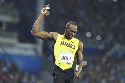 Sebastián Piñera regala a Usain Bolt un fotomontaje en la que aparecen corriendo juntos