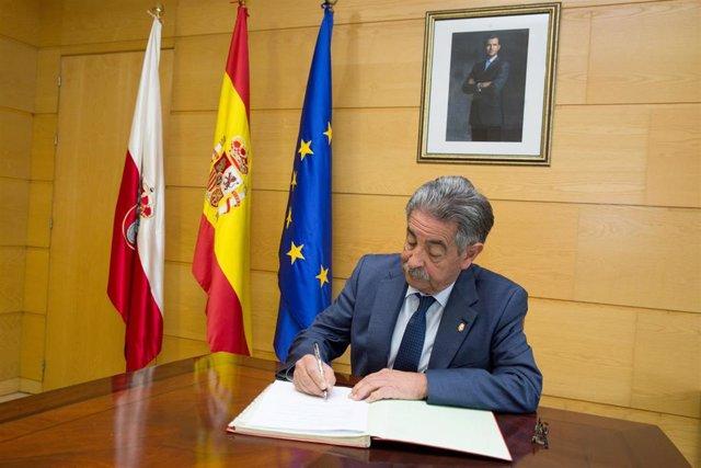 9:30.- Gobierno De Cantabria.  El Presidente De Cantabria, Miguel Ángel Revilla,