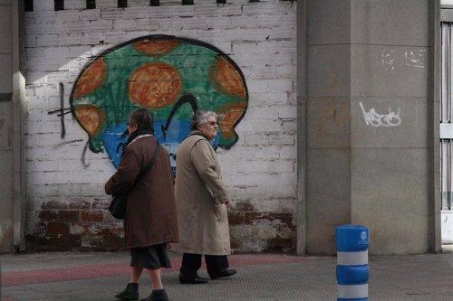 Señoras caminando, calle, ancianas