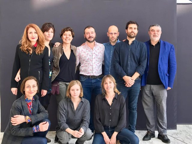 Presentación de la obra 'Temps salvatge' con el elenco
