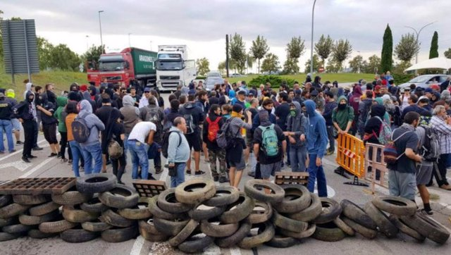 Los CDR cortan una carretera en Cataluña