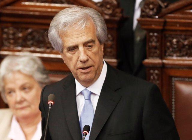 Tabaré Vázquez destituye a toda la cúpula del Ministerio de Defensa y a jefes de
