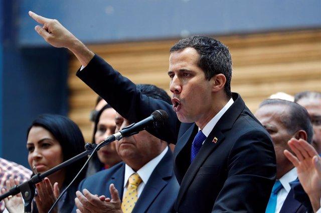 """Guaidó anuncia que Venezuela recibirá """"en las próximas horas"""" un importante """"apo"""