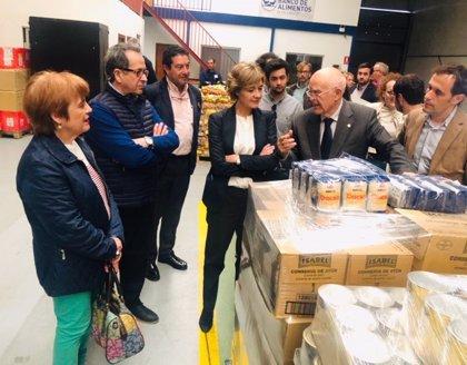 García Tejerina alaba el trabajo de los voluntarios de Banco de Alimentos de Valladolid