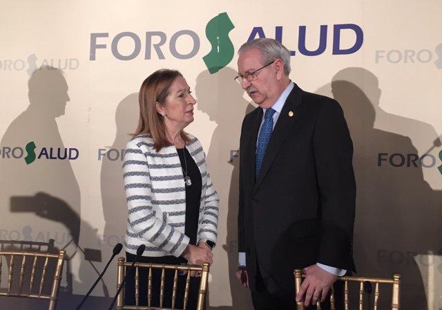 La presidenta del Congreso, Ana Pastor, con el presidente de OMC, Serafín Romero