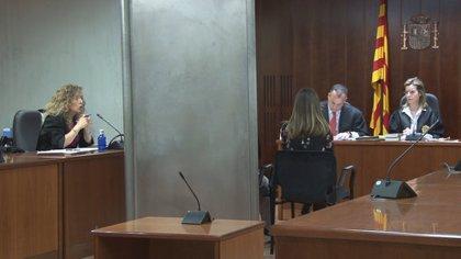 """La nena violada pel seu pare a Lleida explica que es va """"criar"""" amb els abusos, que no sabia com reaccionar i que tenia por"""