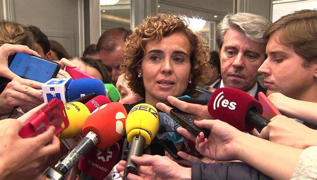 """28A.- Montserrat dice que """"no tolera"""" las críticas de Vox a Rajoy, """"hombre leal"""""""