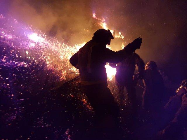 Incendio forestal en Requeixo, Chandrexa de Queixa (Ourense)