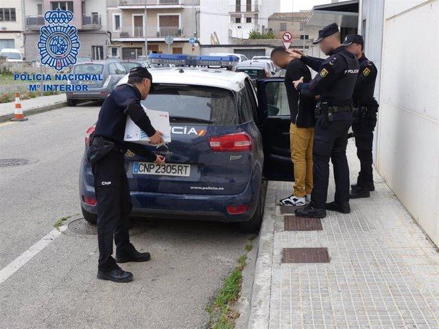 Sucesos.- Arrestan a un hombre por apuñalar a un joven mientras dormía en Manaco