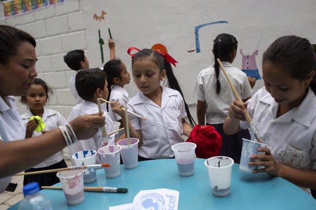 Honduras.- UNICEF denuncia que la violencia en Honduras se cobra la vida de un n