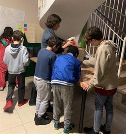 Un proyecto busca generar vocación científica en centros de menores tutelados