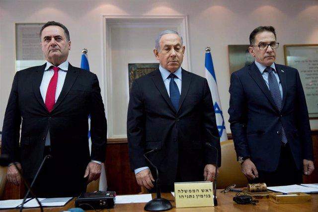 Benjamin Netanyahu y sus ministros guardan un minuto de silencio