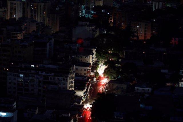 Venezuela anuncia la intervención de la empresa estatal eléctrica tras los apago