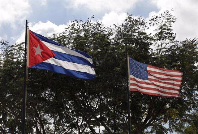 Banderas de Cuba y EEUU en La Habana