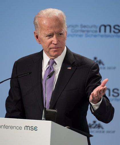 """Biden assegura que tindrà en més consideració l'""""espai personal"""" després de rebre acusacions de diverses dones"""