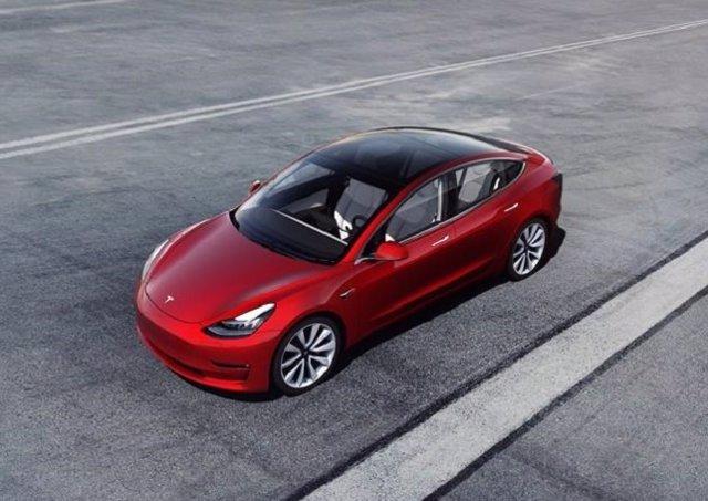 Economía/Motor.- Tesla duplica sus ventas trimestrales, pero anticipa un impacto