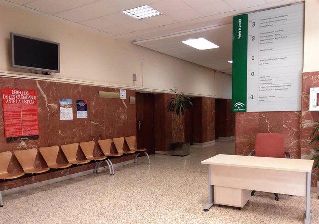 Almería.-Tribunales.-Acepta dos años de prisión por agredir al juez de paz de In