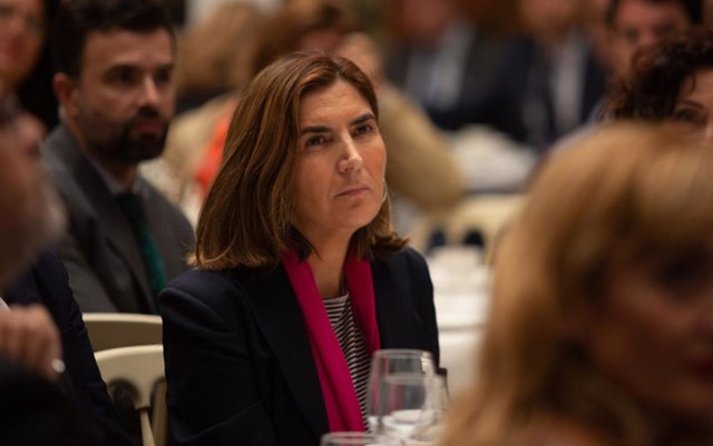 La presidenta del Parlamento andaluz, Marta Bosquet, participa en los desayunos