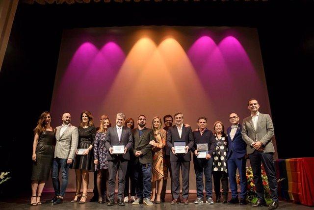 Foto de familia de todos los premiados en la gala de 'Colega Almería'.
