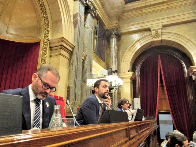 Josep Costa (JxCat) pte.Roger Torrent (ERC) David Pérez (PSC) Mesa del Parlament