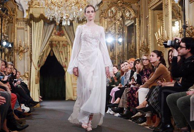 288b39661 Las últimas tendencias para novias: de vestidos low cost a la bata o cómo  preparar tu piel