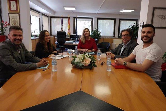 La consellera de Salut es reuneix amb els representats d'ALES per informar sobr