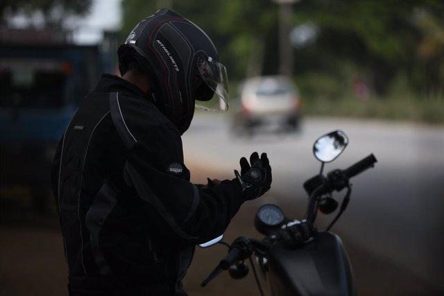 """El 75% dels motoristes assenyala l'existncia de """"paranys"""" en la calada com la"""